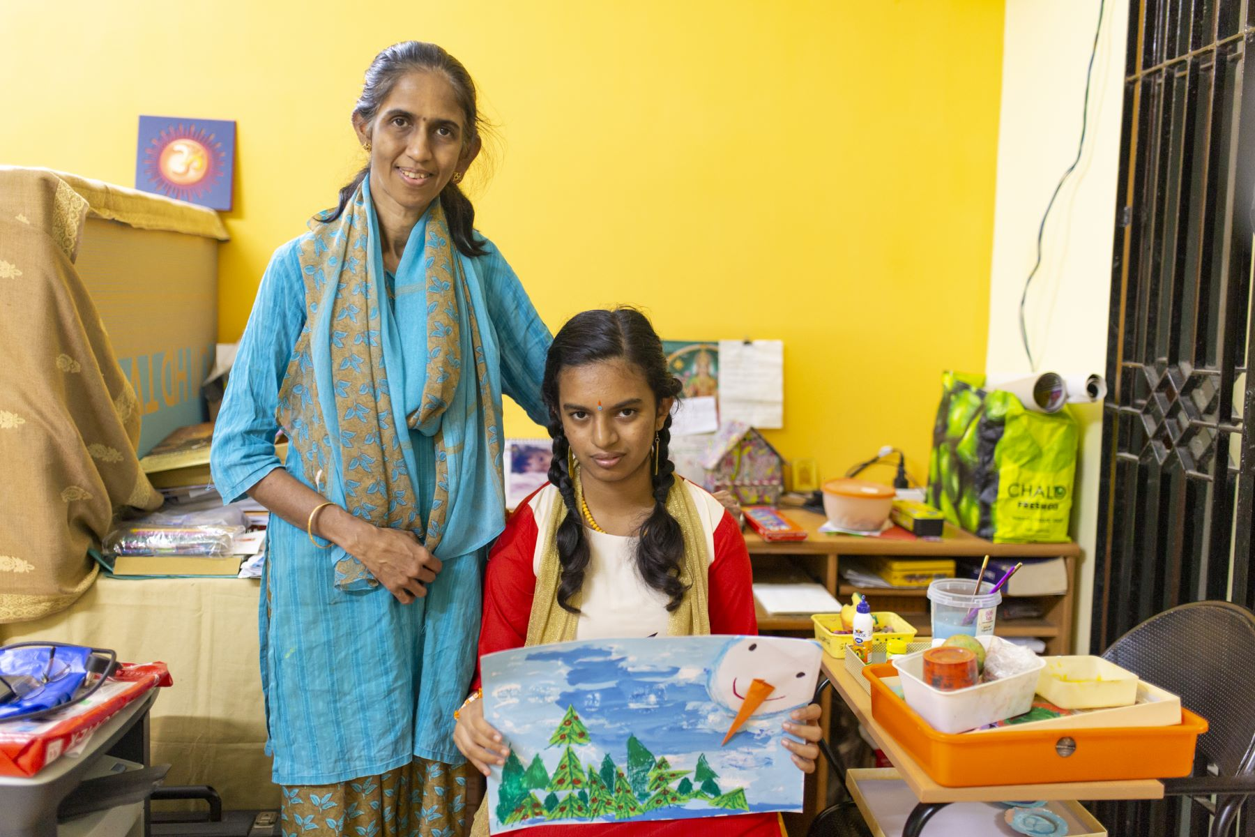 Sowdhamini and her daughter Pavitra presenting the art she made in one of her online art class sessions conducted on Zoom