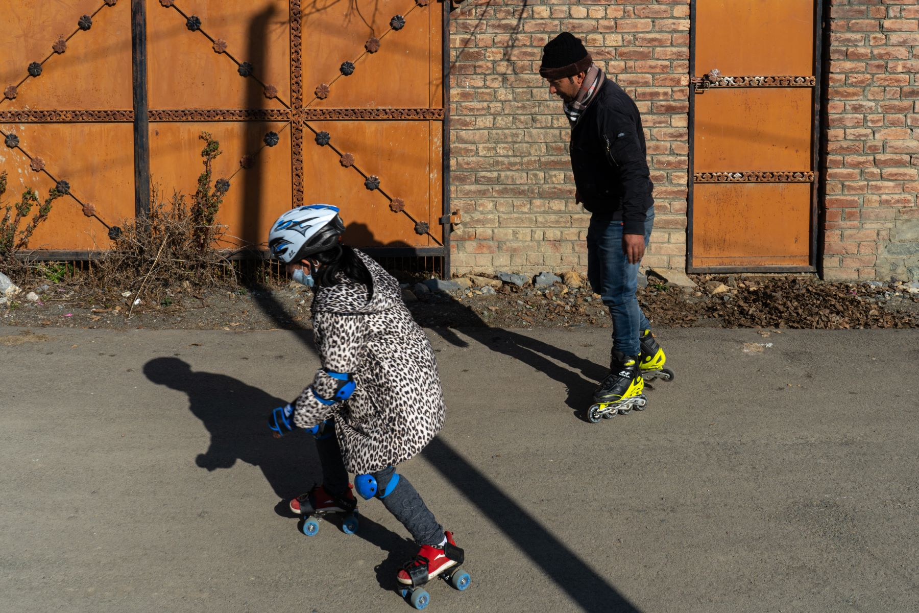 Kiswa (10 years) learns how to skate